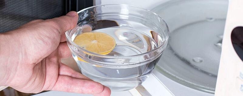 Clean microwave with lemon
